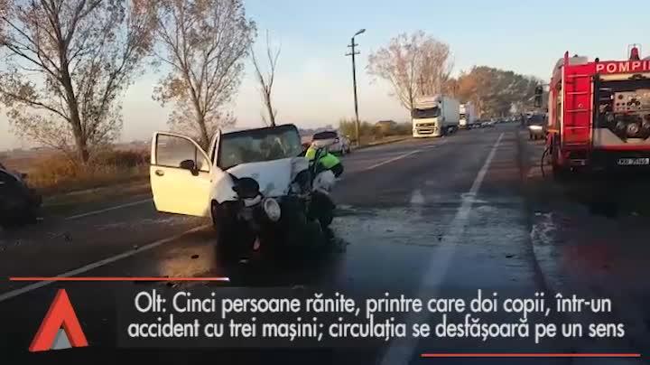 Cinci răniţi, printre care şi doi copii, într-un accident în care au fost implicate trei maşini