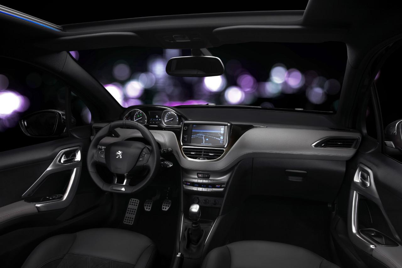Peugeot 208 xy interior