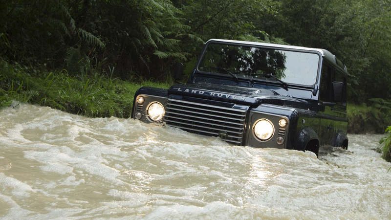 Die another day: Land Rover Defender, reîmprospătat la 30 de ani