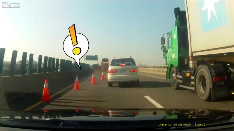 Ce se întâmplă dacă nu ţii distanţa pe autostradă. VIDEO