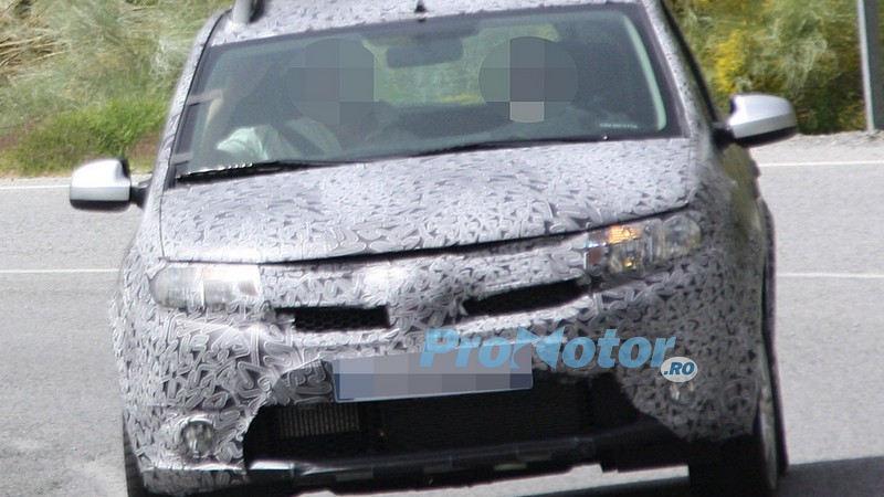 EXCLUSIV: noi poze-spion cu viitoarea Dacia Sandero!