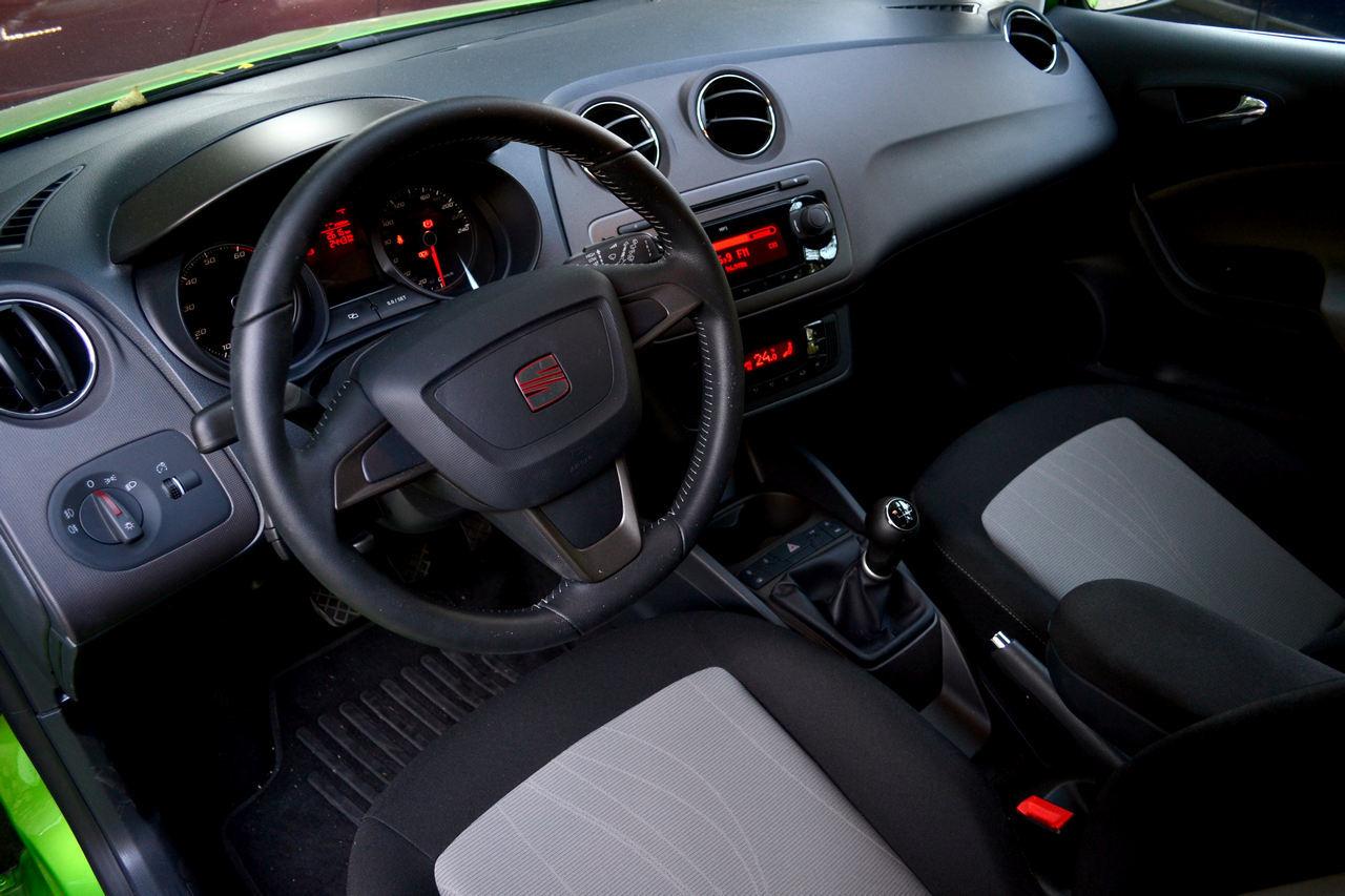 SEAT Ibiza, interior sobru dar de calitate