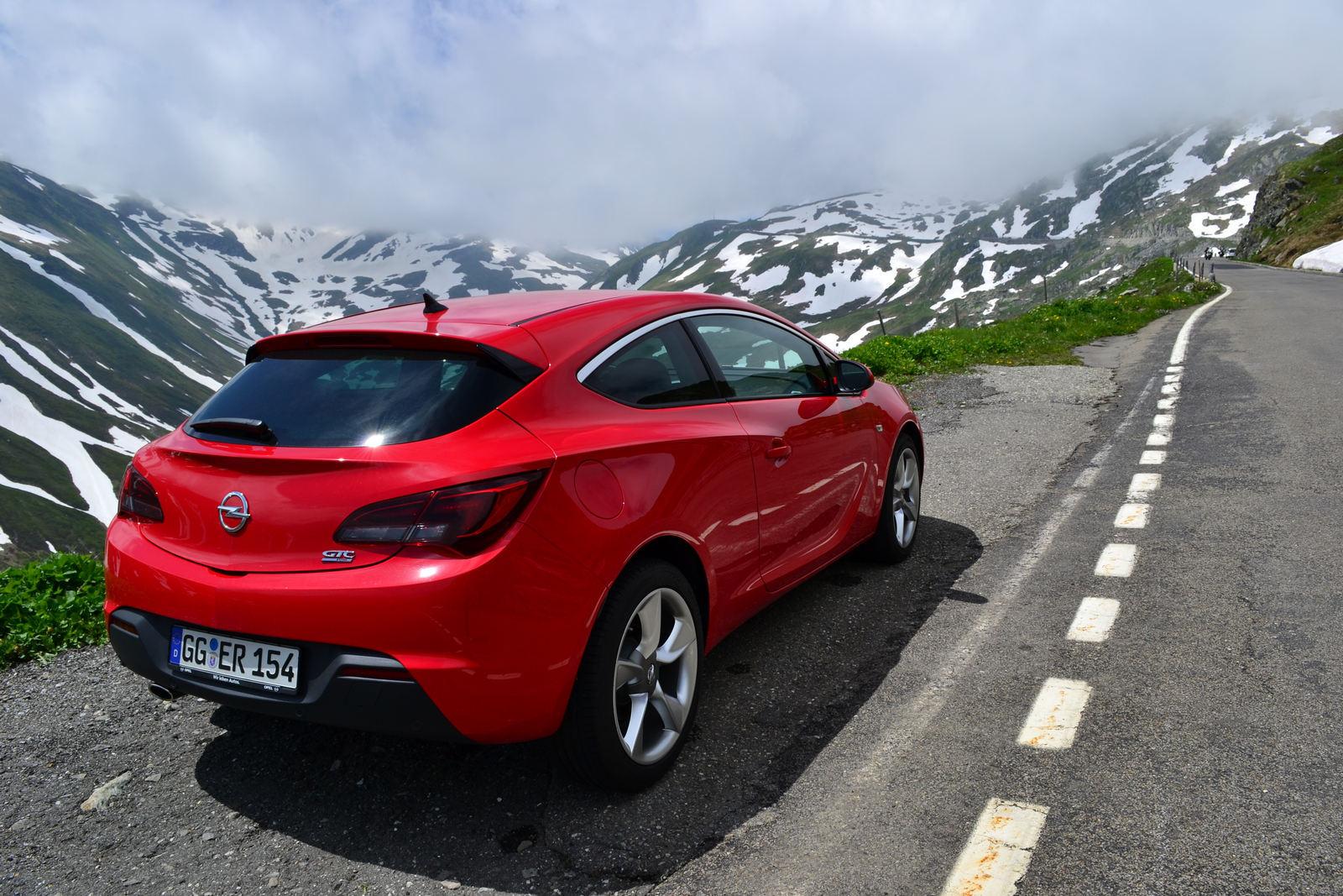 Opel GTC Astra in Alpi