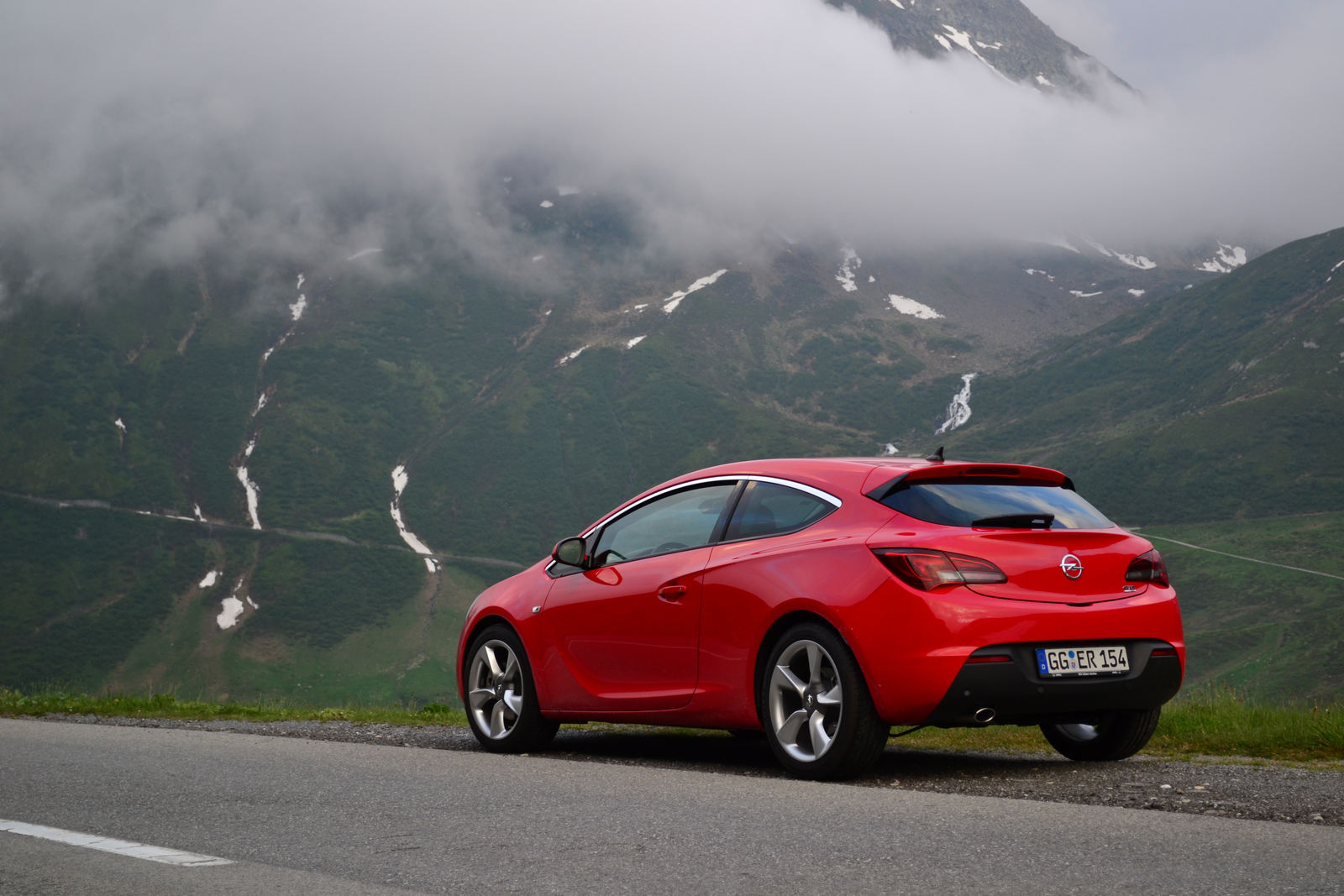 SPECIAL: road trip cu Opel Astra GTC în Alpii Elveţieni