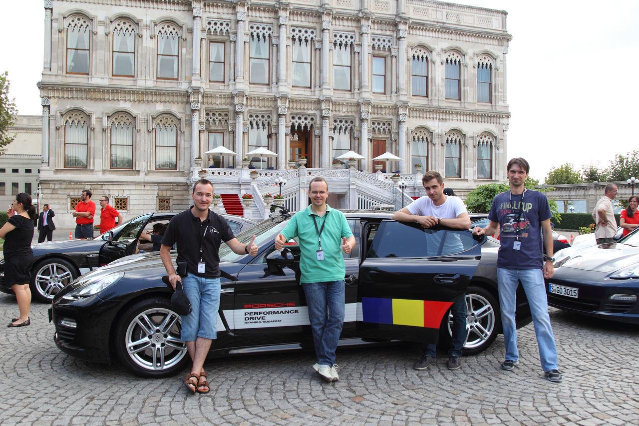 Echipa România 1. În verde, redactorul-şef ProMotor, Adrian Mihălţianu. Echipa câştigătoare, desigur...