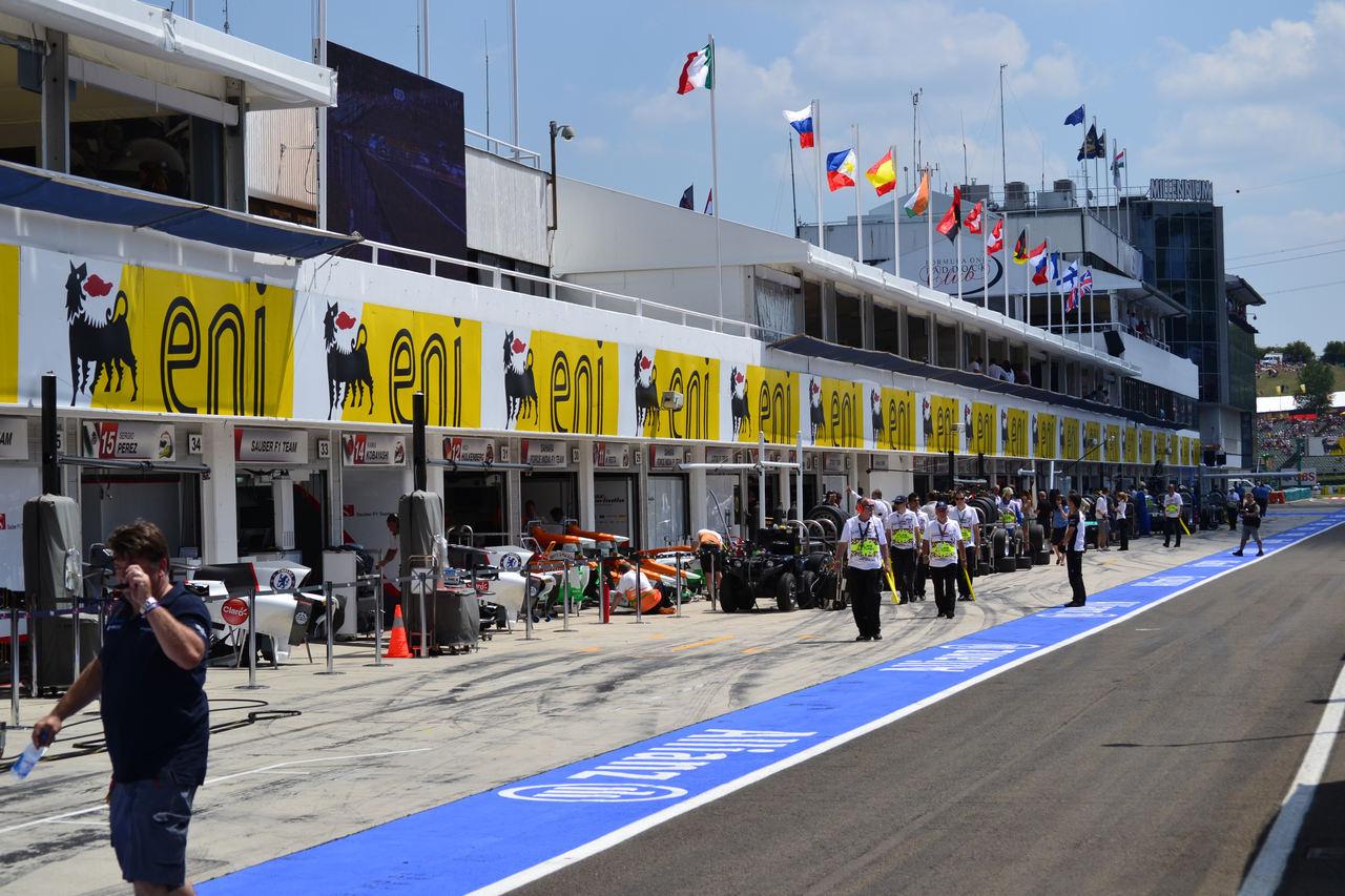 Pit lane. Cea mai frumoasă linie dreaptă din motorsport.